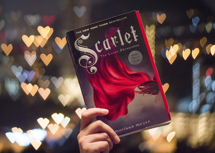 06 Scarlet by Marissa Meyer at night